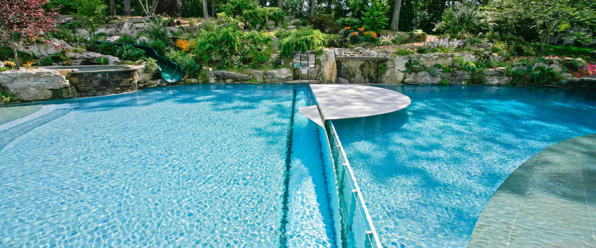 Automatic rigid pool cover system - type IBS-8 - grando GmbH ...